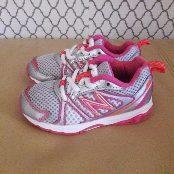 2d44f5a95c NEWBALANCE GIRLS Shoes/Sneakers Size 7